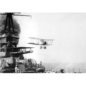 フリー写真, 乗り物, 船, 戦艦, 戦艦山城, 兵器, 航空機, 飛行機, 戦闘機, グロスター・スパローホーク, 大日本帝国軍, モノクロ