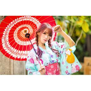 フリー写真, 人物, 女性, アジア人女性, 中国人, 女性(00173), 和服, 浴衣, 日傘, 巾着袋, ツインテール, 三つ編み