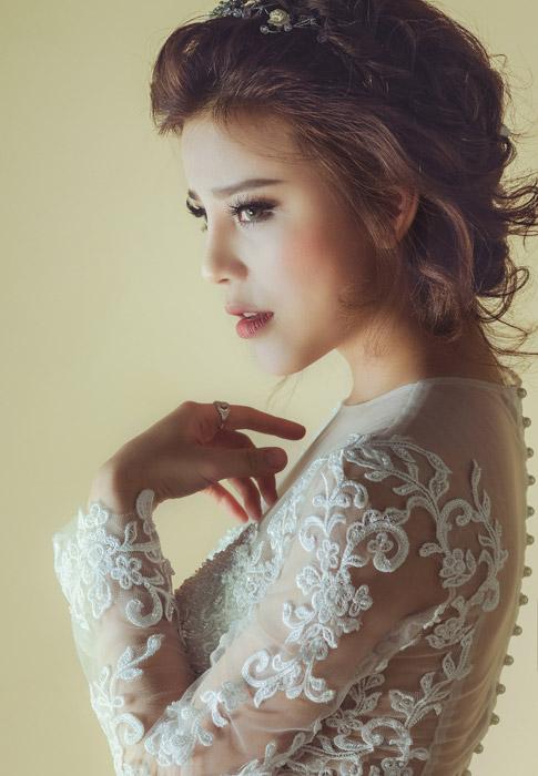 フリー写真 ウェディングドレス姿の外国人女性