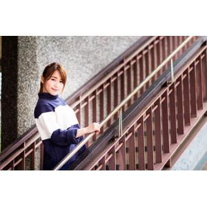フリー写真, 人物, 女性, アジア人女性, 陳樂樂(00176), 中国人, 階段, セーター(ニット)