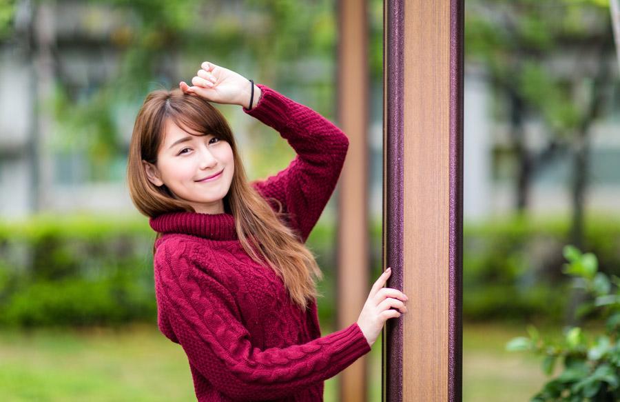 フリー写真 セーター姿の女性ポートレイト