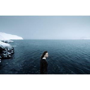 フリー写真, 人物, 女性, 外国人女性, 横顔, ロシア人, 目を閉じる, 人と風景, 海, ロシアの風景, 雪, 冬