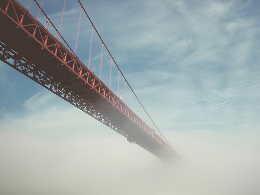フリー写真 雲に覆われるゴールデンゲートブリッジ