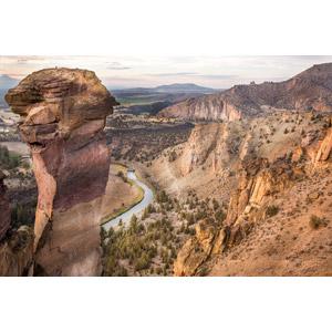 フリー写真, 風景, 岩山, 河川, スミスロック州立公園, アメリカの風景, オレゴン州, 登山, スポーツ, ロッククライミング, 人と風景