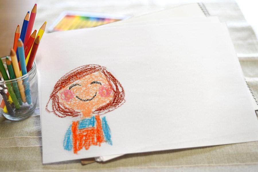 フリー写真 子供が描いたお母さんの似顔絵