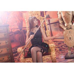 フリー写真, 人物, 女性, アジア人女性, 喬喬兒(00135), 中国人, ゴスロリ, ロリータ・ファッション, 座る(椅子), 杖(ロッド), 足を組む, 王座(玉座), 女王(クイーン)