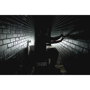 フリー写真, 人物, 男性, 横顔, 壁, 犯罪, 脱走, シルエット(人物)