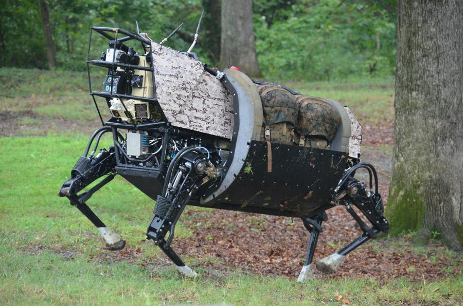 フリー写真 四足歩行ロボットのビッグドッグ