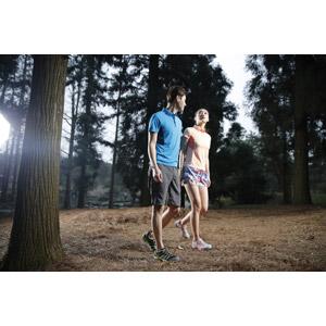 フリー写真, 人物, カップル, 恋人, 二人, 歩く, 森林, アウトドア, レジャー