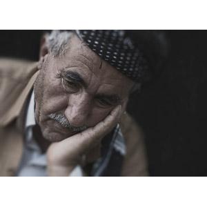 フリー写真, 人物, 老人, シニア男性, 憂鬱, 悲しい, 頬杖をつく, 落ち込む(落胆), 失望(絶望)