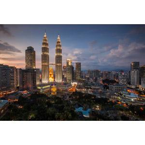 フリー写真, 風景, 建造物, 建築物, 高層ビル, 都市, 街並み(町並み), 日暮れ, ペトロナスツインタワー, マレーシアの風景, クアラルンプール