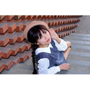 フリー写真, 人物, 女性, アジア人女性, 可艾(00184), 中国人, ボーラー帽, 座る(階段), 三つ編み