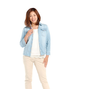 フリー写真, 人物, 女性, アジア人女性, 女性(00018), 日本人, ジャケット, ズボン(パンツ), 白背景