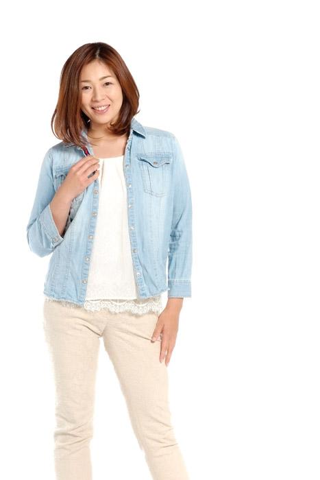 フリー写真 デニムのジャケットを着る女性のポートレイト
