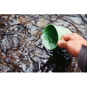 フリー写真, 人体, 手, マグカップ, 水, 河川, アウトドア