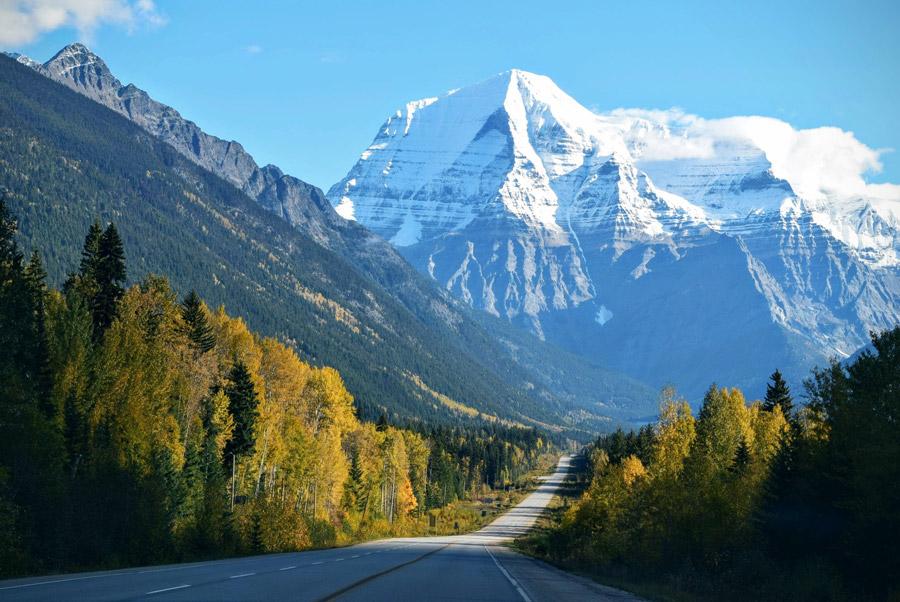 フリー写真 ロブソン山と道の風景