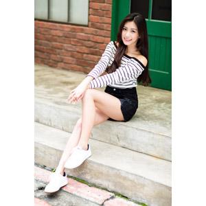 フリー写真, 人物, 女性, アジア人女性, 楚珊(00053), 中国人, 座る(階段), ショートパンツ