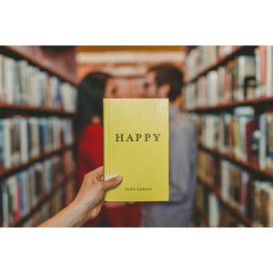 フリー写真, 人物, カップル, 恋人, 手, 本(書籍), 人と風景, 図書館, 向かい合う