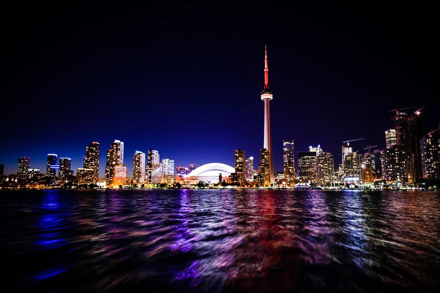 フリー写真 CNタワーとトロントの都市の夜景