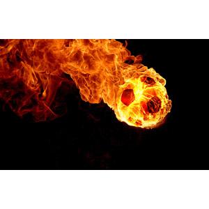 フリーイラスト, サッカー, サッカーボール, 火(炎), 黒背景