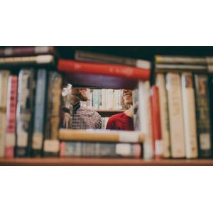 フリー写真, 人物, カップル, 恋人, 人と風景, 図書館, 本(書籍), 本棚
