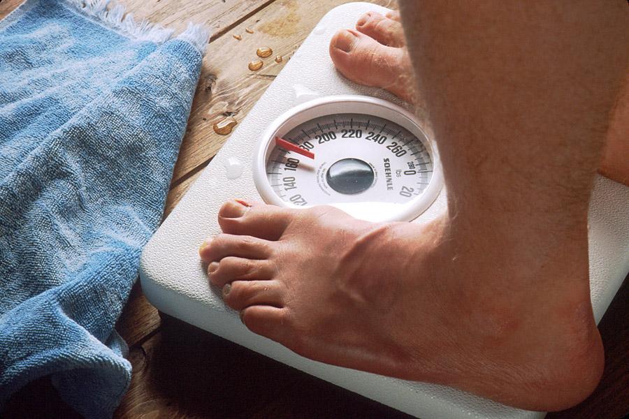 フリー写真 体重計と足