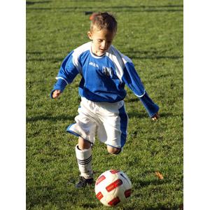 フリー写真, 人物, 子供, 男の子, 外国の男の子, スポーツ, 球技, サッカー, サッカーボール, サッカー選手, 芝生, チェコ人