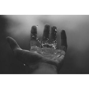 フリー写真, 人体, 手, 水, 水しぶき, モノクロ
