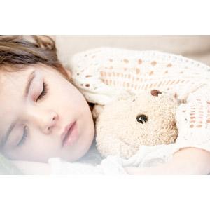 フリー写真, 人物, 子供, 女の子, 外国の女の子, 寝る(寝顔), ぬいぐるみ, テディベア