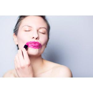 フリー写真, 人物, 女性, 外国人女性, 口紅, 化粧品(コスメ), 化粧(メイク)