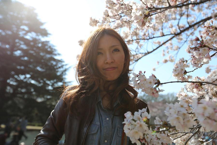 フリー写真 桜の花と日本人女性のポートレイト