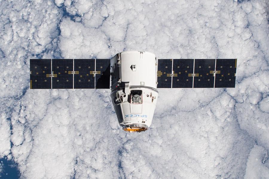 フリー写真 ドラゴン宇宙船のスペースX CRS-5