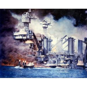フリー写真, 戦争, 太平洋戦争, 第二次世界大戦, 真珠湾攻撃, 兵器, 乗り物, 船, 戦艦, 戦艦ウェスト・ヴァージニア, 火事(火災), 煙(スモーク), 破壊, アメリカ軍
