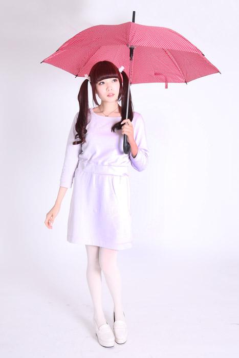 フリー写真 傘を差すツインテールの女性