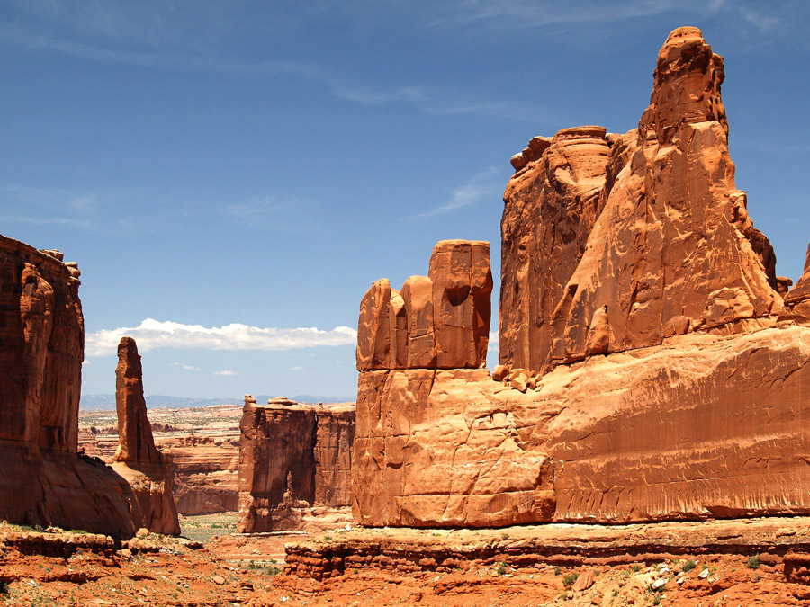 フリー写真 アーチーズ国立公園の岩山の風景