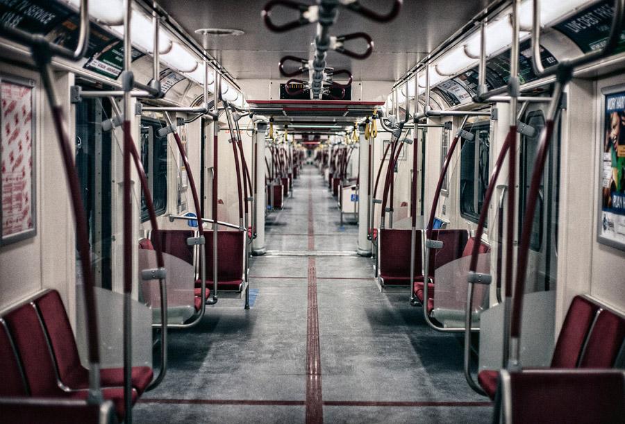 フリー写真 トロント市地下鉄の車内風景