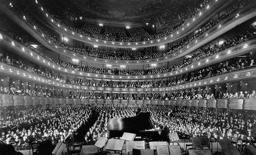 フリー写真 旧メトロポリタン・オペラ・ハウスのコンサート風景