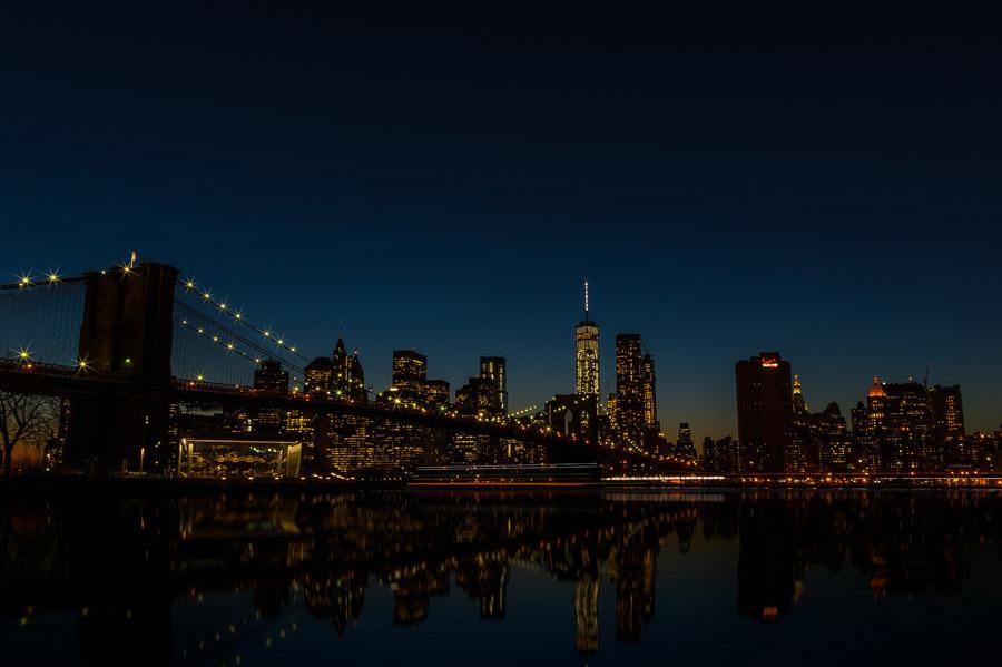 フリー写真 ブルックリン橋とニューヨークの街の夜景