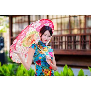 フリー写真, 人物, 女性, アジア人女性, 女性(00177), 中国人, チャイナドレス, 日傘