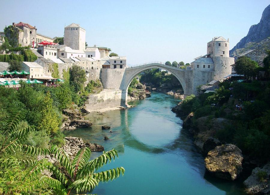 フリー写真 ネレトヴァ川に架かるスタリ・モストの橋の風景