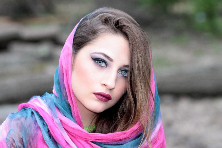 フリー写真 スカーフを被る外国人女性