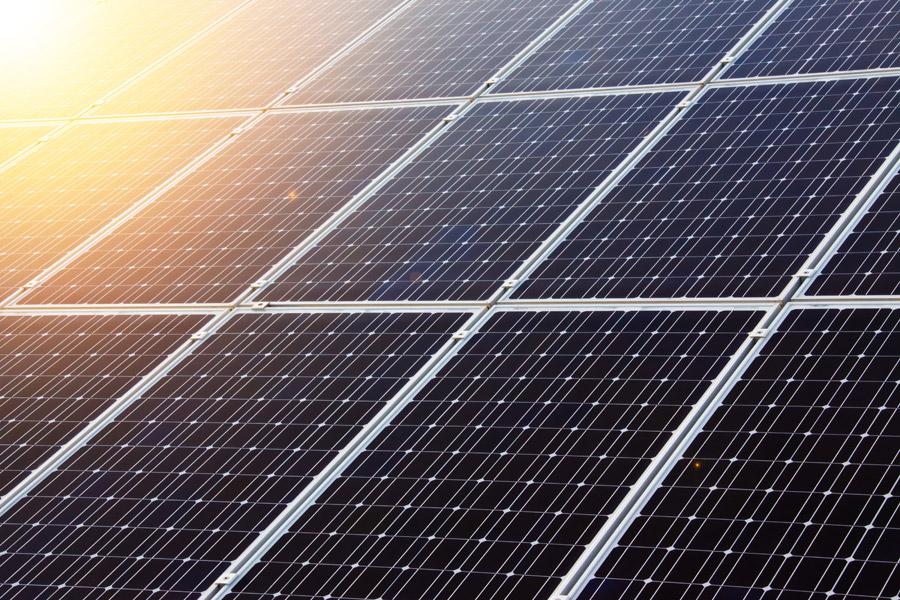 フリー写真 発電中の太陽光パネル