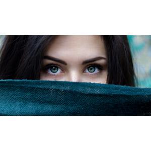 フリー写真, 人物, 女性, 外国人女性, ルーマニア人, 顔, 口元を隠す, 目(眼)