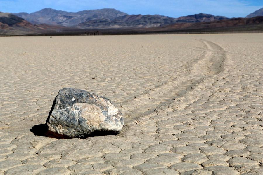 フリー写真 デスバレーの動く石