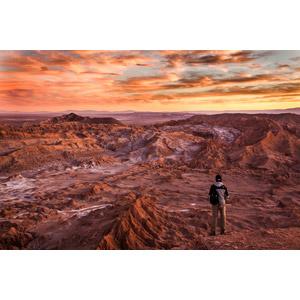 フリー写真, 風景, 荒野, 夕暮れ(夕方), 夕焼け, 雲, 人と風景, 後ろ姿
