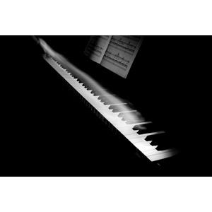 フリー写真, 音楽, 楽器, 鍵盤楽器, ピアノ, 演奏する, 黒背景, モノクロ