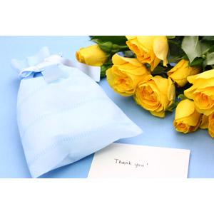 フリー写真, 年中行事, 6月, 父の日, プレゼント, メッセージカード, ありがとう, 花, 薔薇(バラ), 黄色の花, 花束