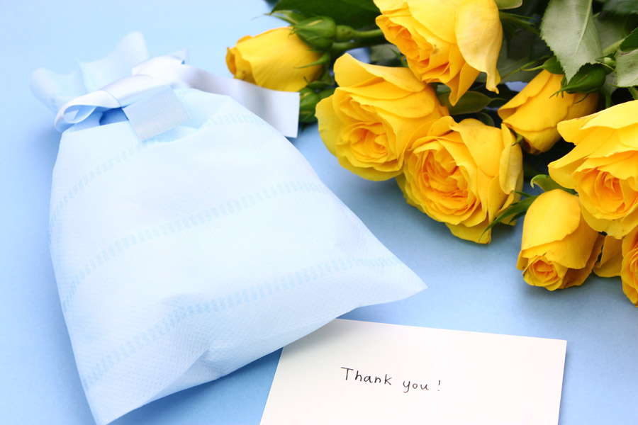 フリー写真 父の日のプレゼントとメッセージカード