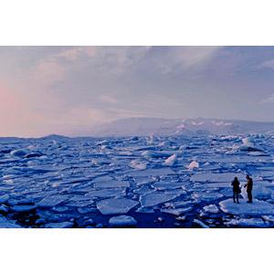 フリー写真, 風景, 人と風景, 湖, 氷, 流氷, アイスランドの風景, ヨークルスアゥルロゥン, カップル