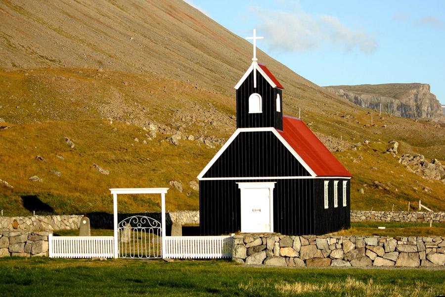 フリー写真 アイスランドにある小さな教会の風景